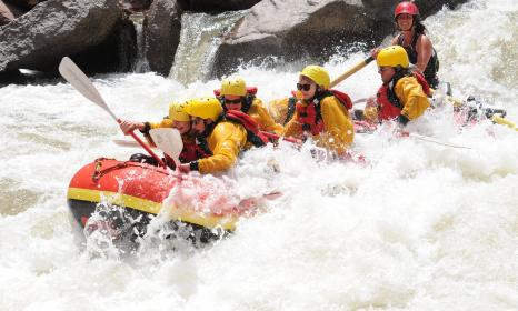 Rafting the whitewater