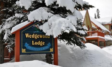Snowy exterior Wedgewood Lodge sign.